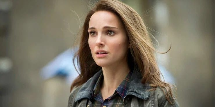 Natalie Portman Jane Foster Mjolnir Thor: Love and Thunder